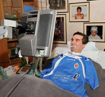 Borgonovo con la nuova maglia del Como - Fonte http://www.fondazionestefanoborgonovo.it/