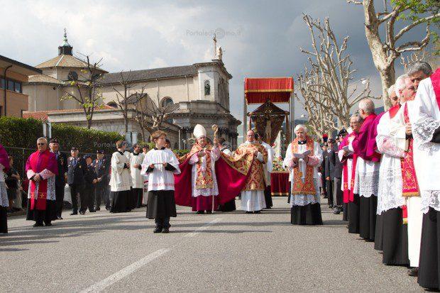 processione-crocifisso-pasqua-como 5