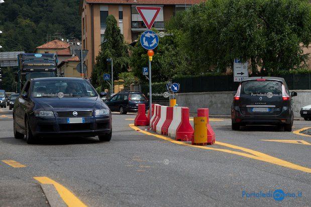 Traffico scorrevole nella zona della mini-rotonda di camerlata - © Foto F. Molina
