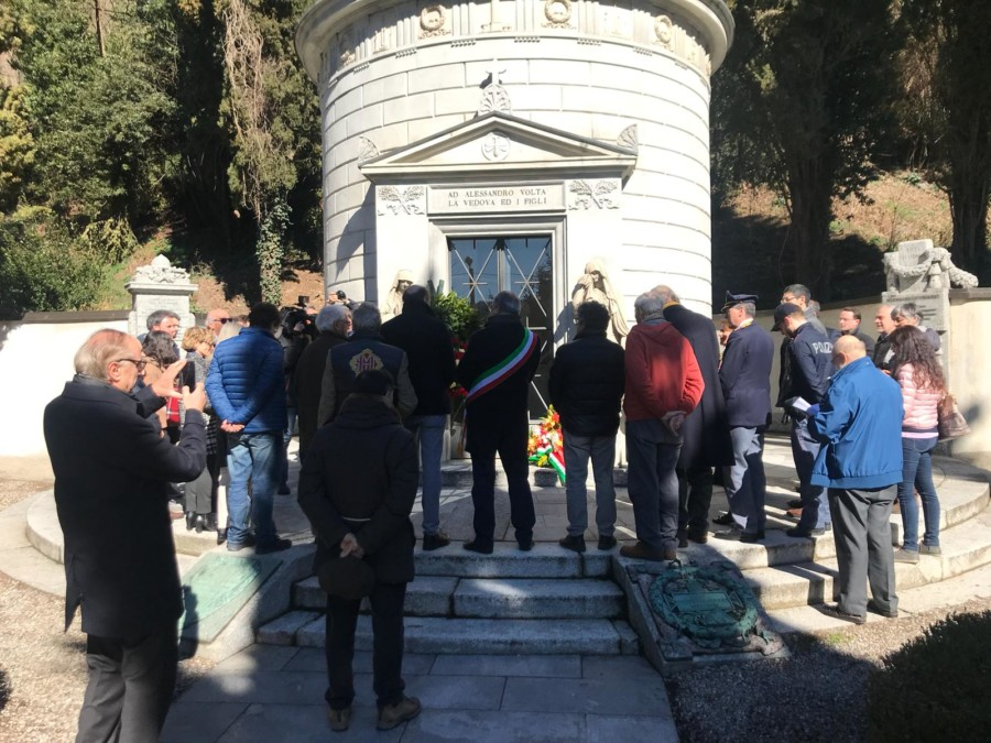 Commemorazione di  Alessandro Volta in occasione dell'anniversario della sua morte.