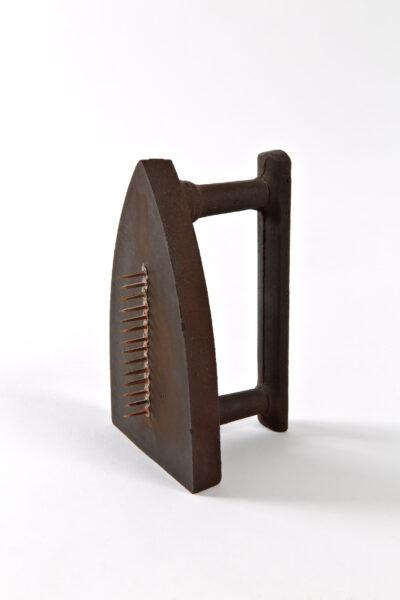 5 Man Ray Cadeau 19211974 ferro e rame cm 165x10x8 Collezione Cattelani copia